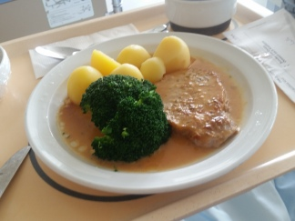 pork filet with potatoes and brcocoli
